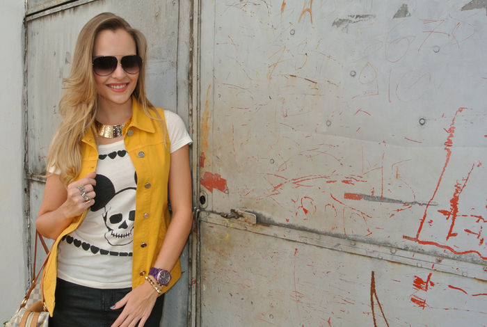 Look do dia: T-shirt + maxi colete!