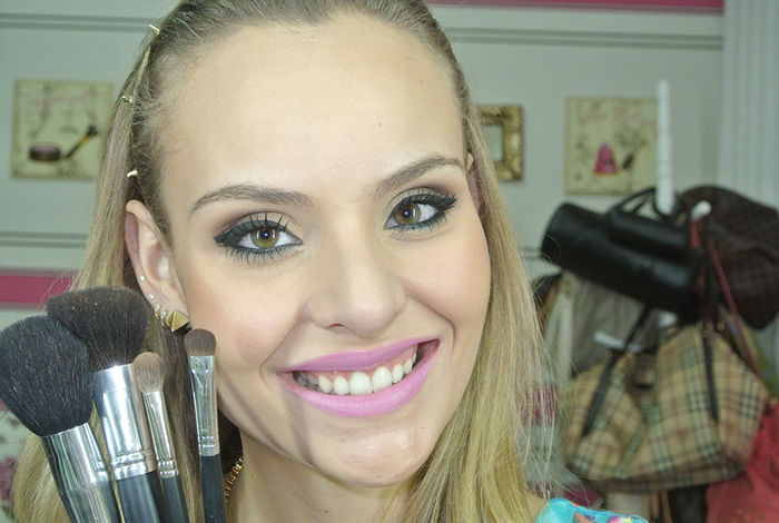 "Video: Make ""olho de gatinha"""