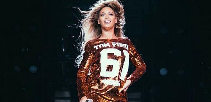 beyonce-com-vestido-camiseta-da-grife-tom-ford-1395263171213_615x300