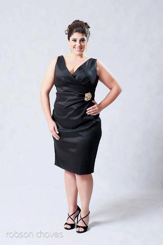 vestido-plus-size-tubinho-preto-decote-v