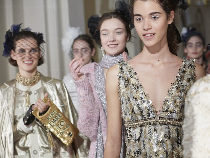 Desfile Chanel: a coleção Paris Cosmopolite no seu desfile Métiers d'Art