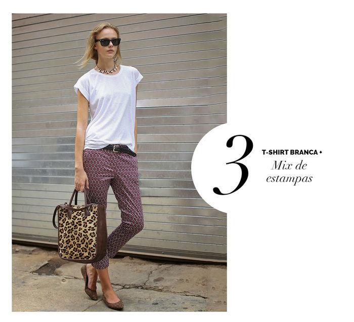 Layla Monteiro dá dicas de como usar e arrasar com tshirt camiseta branca e mix de estampas calça estampada bolsa de onça