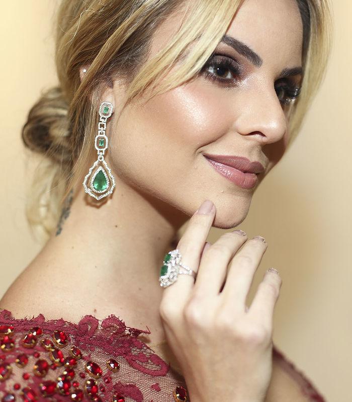 Layla Monteiro vestido Patricia Bonaldi longo bordado decote Amfar 2017 detalhe joias