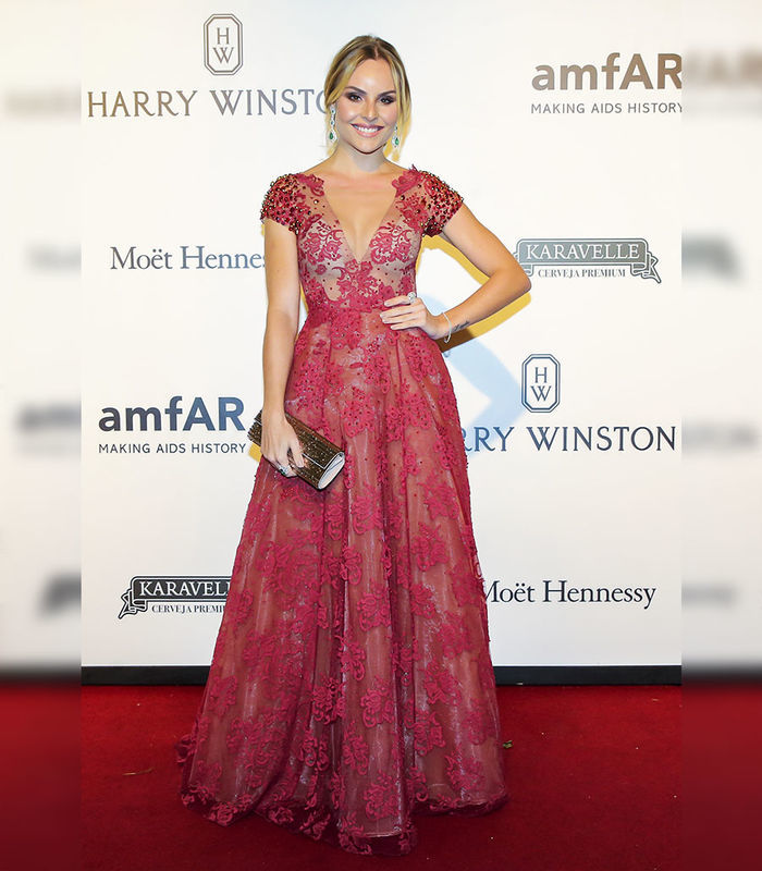Layla Monteiro vestido Patricia Bonaldi longo bordado decote Amfar 2017 tapete vermelho