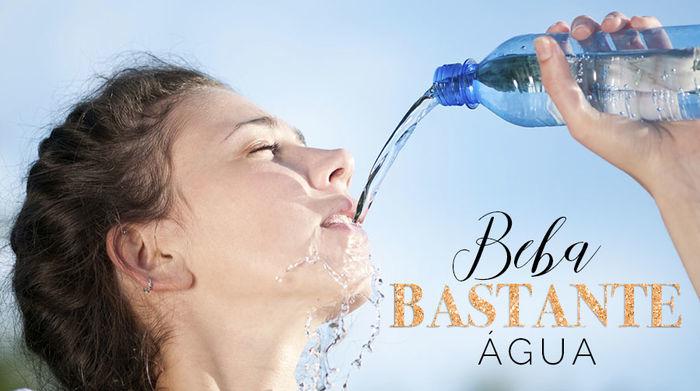 Cuidados com a pele no verão - Beba bastante água