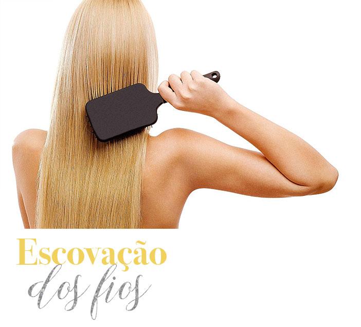 Dicas para cuidar do cabelo no verão - Escovação dos fios