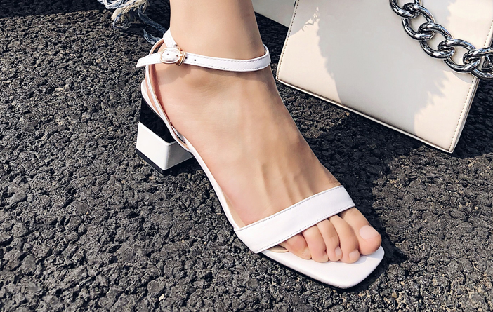 Tendência – Sandália de bico quadrado